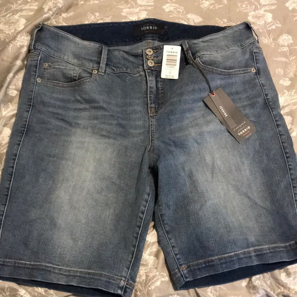 torrid Pants - BRAND NEW! Jegging Bermuda shorts!